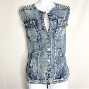F21 L distressed studded denim jean vest
